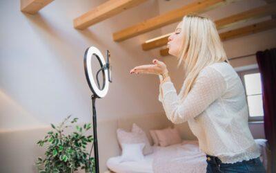 LED obročne luči – kot nalašč za blogerje in vlogerje LED obročni luči 'SpotLight FoldUp' in 'SpotLight Steady 120'